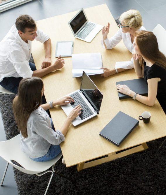 Digital_marketing_meeting_at_Somnowell-768x905